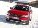 Фото авто Volkswagen Passat B7,  цвет: красный