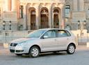 Фото авто Volkswagen Polo 4 поколение [рестайлинг], ракурс: 45 цвет: серебряный