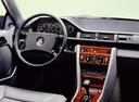 Фото авто Mercedes-Benz E-Класс W124 [рестайлинг], ракурс: центральная консоль