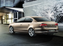 Фото авто Volkswagen Passat B7, ракурс: 135 цвет: коричневый