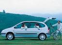 Фото авто Renault Scenic 1 поколение [рестайлинг], ракурс: 90 цвет: серебряный