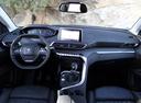 Фото авто Peugeot 5008 2 поколение, ракурс: торпедо