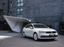 Фото авто Volkswagen Jetta 6 поколение [рестайлинг], ракурс: 315 цвет: белый