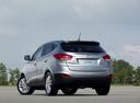 Фото авто Hyundai ix35 1 поколение, ракурс: 180 цвет: серебряный