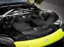 Фото авто Aston Martin Vantage 4 поколение, ракурс: двигатель цвет: салатовый
