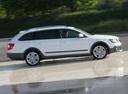 Фото авто Skoda Superb 2 поколение [рестайлинг], ракурс: 270 цвет: белый