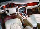 Фото авто Daimler V8 X308, ракурс: торпедо