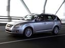 Фото авто Kia Cee'd 1 поколение, ракурс: 45 цвет: серебряный