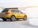 Фото авто Volkswagen Teramont 1 поколение, ракурс: 225 цвет: желтый