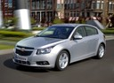 Фото авто Chevrolet Cruze J300, ракурс: 45 цвет: серебряный