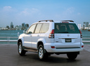 Фото авто Toyota Land Cruiser Prado J120, ракурс: 225 цвет: белый