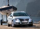 Фото авто Volkswagen Passat B6, ракурс: 315 цвет: серебряный