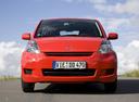 Фото авто Daihatsu Sirion 2 поколение [рестайлинг],  цвет: красный