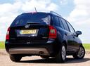 Фото авто Kia Carens 3 поколение [рестайлинг], ракурс: 225 цвет: черный
