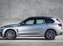 Фото авто BMW X5 M F85, ракурс: 90 цвет: серебряный