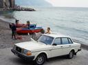 Фото авто Volvo 240 1 поколение, ракурс: 45 цвет: белый