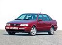 Фото авто Volkswagen Passat B4, ракурс: 45 цвет: красный