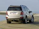 Фото авто Mercedes-Benz GL-Класс X164, ракурс: 225 цвет: серебряный