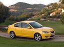 Фото авто Mazda 3 BK, ракурс: 315 цвет: желтый