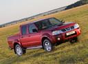 Фото авто Nissan NP300 1 поколение, ракурс: 315 цвет: красный