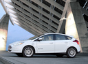 Фото авто Ford Focus 3 поколение, ракурс: 90 цвет: белый