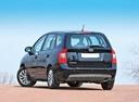 Фото авто Kia Carens 3 поколение [рестайлинг], ракурс: 135 цвет: черный