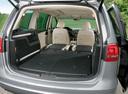 Фото авто Volkswagen Sharan 2 поколение, ракурс: багажник