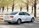 Фото авто Volkswagen Jetta 5 поколение, ракурс: 225 цвет: белый