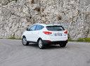 Фото авто Hyundai ix35 1 поколение, ракурс: 135 цвет: белый