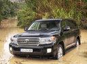 Фото авто Toyota Land Cruiser J200 [рестайлинг], ракурс: 45 цвет: черный