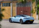 Фото авто Aston Martin DB11 1 поколение, ракурс: 135 цвет: голубой