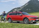 Фото авто Volkswagen Passat B8, ракурс: 270 цвет: оранжевый