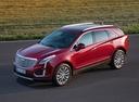Фото авто Cadillac XT5 1 поколение, ракурс: 45 цвет: красный