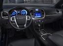 Фото авто Chrysler 300C 2 поколение, ракурс: торпедо