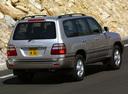 Фото авто Toyota Land Cruiser J100 [рестайлинг], ракурс: 225 цвет: серебряный