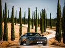 Фото авто Aston Martin DB11 1 поколение, ракурс: 315 цвет: серый