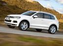 Фото авто Volkswagen Touareg 2 поколение, ракурс: 45 цвет: белый