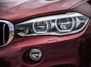 Фото авто BMW X6 F16, ракурс: передние фары цвет: красный