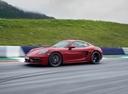 Фото авто Porsche Cayman 982, ракурс: 45 цвет: красный