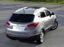 Фото авто Hyundai ix35 1 поколение, ракурс: 225 цвет: серебряный