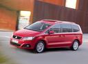 Фото авто SEAT Alhambra 2 поколение, ракурс: 45 цвет: красный