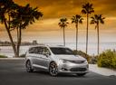 Фото авто Chrysler Pacifica 2 поколение, ракурс: 315 цвет: серебряный