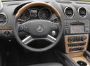 Фото авто Mercedes-Benz GL-Класс X164 [рестайлинг], ракурс: рулевое колесо