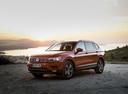 Фото авто Volkswagen Tiguan 2 поколение, ракурс: 45 цвет: оранжевый