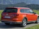 Фото авто Volkswagen Passat B8, ракурс: 225 цвет: оранжевый