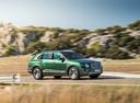 Фото авто Bentley Bentayga 1 поколение, ракурс: 270 цвет: зеленый