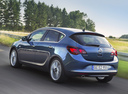 Фото авто Opel Astra J [рестайлинг], ракурс: 135 цвет: синий