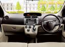 Фото авто Toyota Passo Sette 1 поколение, ракурс: торпедо