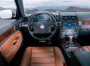 Фото авто Volkswagen Touareg 1 поколение, ракурс: торпедо