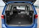 Фото авто Volkswagen Touran 2 поколение, ракурс: багажник цвет: синий